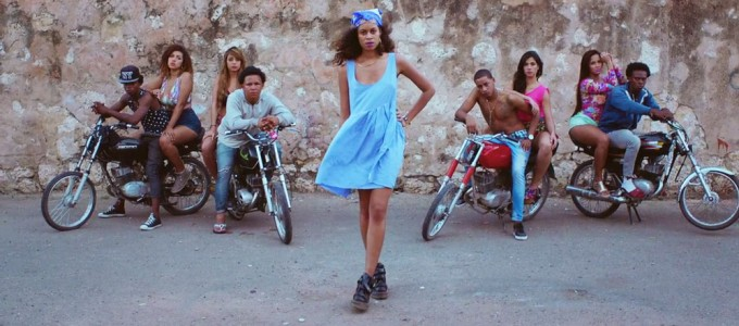 AlunaGeorge-feat-Popcaan-Im-in-Control-Official-Video