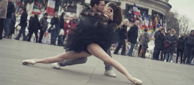 Paris-Is-Kissing-dancing-In-the-city-Of-Love-Video