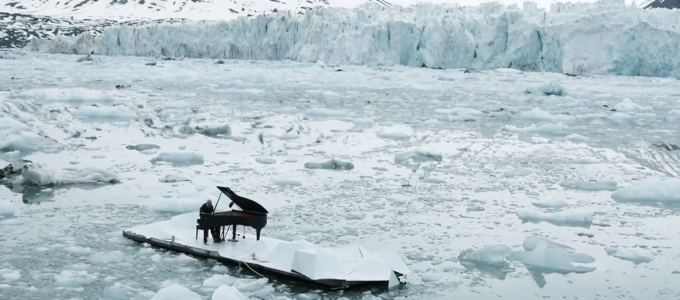 Ludovico-Einaudi-Elegy-for-the-Arctic-Live-for-Greenpeace)
